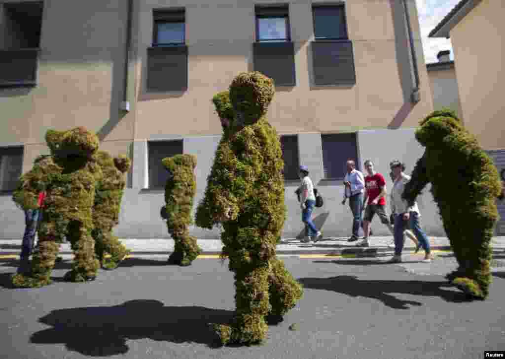 """XII əsrdə ispanlar müsəlmanlardan belə,""""Moss Men"""" kamüflyajı ilə qorunurdular"""