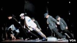Una nueva colección histórica Michael Jackson: The Ultimate Collection, con lo mejor del rey ya está en las tiendas.