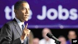 6월13일 노스 캐롤라이나주를 방문한 버락 오바마 대통령이 조명기기 제조업체 크리(Cree)사에서 일자리 창출을 위한 장기계획을 발표하고 있다. (자료사진)