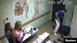 Đoạn video an ninh quay cảnh xảy ra vụ việc sau đó đã được đưa lên Youtube rồi được phát trên truyền hình quốc gia Nga.