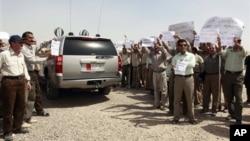 Anggota kelompok militan Iran, Mujahedeen-e-Khalq yang beroperasi di Irak melakukan unjuk rasa di Baghdad (foto: dok).