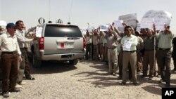 11일 이라크 바그다드에서 시위중인 이란의 군사단체 무자헤딘 에 칼크.