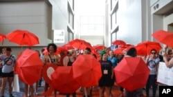 Mulheres manifestam-se na conferencia sobre a SIDA