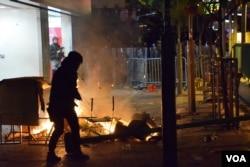 2016年2月旺角衝突示威者與警方對峙。(美國之音湯惠芸)