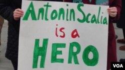 Admiradorres del juez Antonin Scalia lo consideraban un héroe de los derechos civiles.
