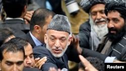 کرزای در آخرین روز اجلاس لویه جرگه محل را ترک می گوید. کابل ۲۴ نوامبر ۲۰۱۳