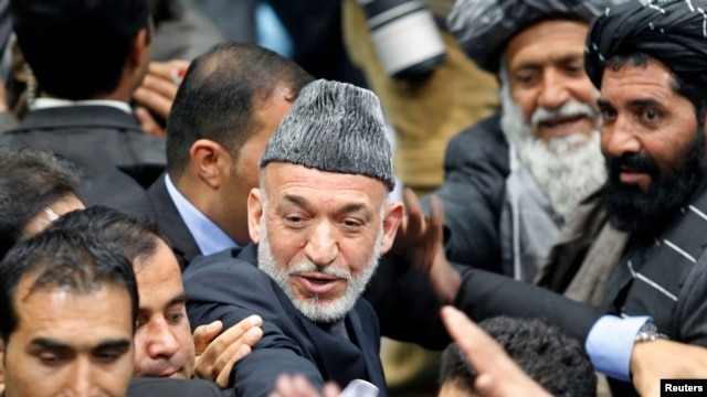 Afghan President Hamid Karzai departs last day of the Loya Jirga, Kabul, Nov. 24, 2013.