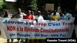 Les marcheurs bloqués à Bamako, le 8 juin 2017 (VOA/Kassim Traoré)