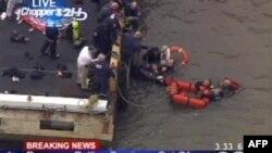 В Нью-Йорке в реку Ист-Ривер упал вертолет