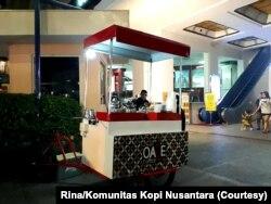 Gerobak Oase Coffee di Malioboro, Yogyakarta kini hanya buka di akhir pekan karena sepi. (Foto: Courtesy/Rina/Komunitas Kopi Nusantara)
