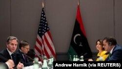 Waziri wa Mambo ya Nje wa Marekani Antony Blinken akutana na Waziri Mkuu wa Libya Abdulhamid Dbeibeh , Berlin katika hoteli ya Marriott Hotel Juni 24, 2021. (Foto: Andrew Harnik via REUTERS)
