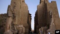 معبد باستانی کرنک، یکی از اماکن در کرانۀ رود نیل است
