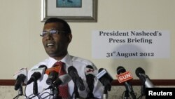 Mantan Presiden Maladewa Mohamed Nasheed dalam sebuah jumpa pers di Male (Foto: dok). Polisi Maladewa menahan mantan Presiden Nasheed karena dianggap mengabaikan perintah pengadilan untuk hadir dalam sidang dengar pendapat, Senin (8/10).