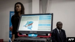 La Commission électorale nationale indépendante présente la machine à voter à Kinshasa, le 21 février 2018.