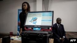La Commission électorale nationale indépendante (Céni) a présenté la machine à voter à Kinshasa, le 21 février 2018.
