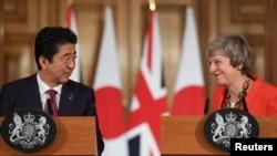 테레사 메이 영국 총리와 아베 신조 일본 총리가 10일 영국 총리 관저에서 정상회담에 이어 공동기자회견을 했다.
