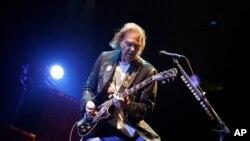 2008년 뉴욕에서 공연하는 닐 영(Neil Young)