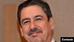 Lic. Sebastián Arcos Cazabón, experto en Relaciones Internacionales
