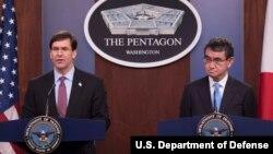 마이크 폼페오 미국 국방장관과 고노 다로 일본 방위상이 14일 워싱턴 국방부 청사에서 공동기자회견을 했다.