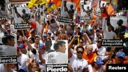 Manifestantes piden en Caracas libertad para el líder opositor Leopoldo López.