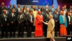 印度总理莫迪会见在印度举行的第52届非洲发展银行大会的代表(2017年5月23日)
