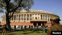نئی دہلی میں بھارتی پالیمان کی عمارت