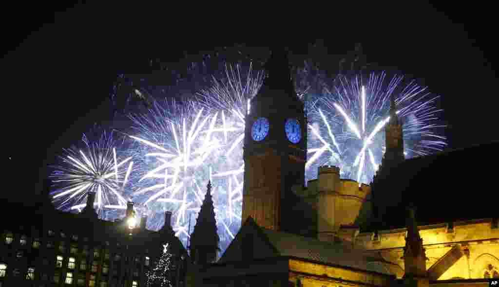 倫敦大笨鐘跨年迎新,煙花輝映