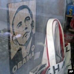 商店橱窗内的奥巴马商品