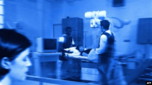Xạ trị có thể bị quy cho là nguyên nhân của 8% những chứng ung thư thứ nhì, với tỷ lệ 1 trong 12 ca bệnh.