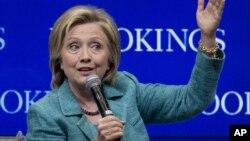 Hillary Clinton mengatakan mendukung perjanjian nuklir dengan Iran, tapi tak akan segan-segan melakukan aksi militer jika Iran melanggar perjanjian tersebut, Rabu (9/9).