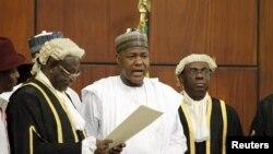 National Assembly Clerk Salisu Maikasuwa (L) swears in Rt. Hon Yakubu Dogara as the new Speaker of the House Of Representatives in Abuja, Nigeria, June 9, 2015.