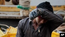 Des milliers d'hommes originaires de Myanmar ou du Cambodge travaillent sur des navires thailandais dans des conditions d'esclavage