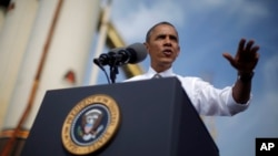 Presiden Barack Obama menyampaikan pidato terkait penutupan secara parsial kegiatan pemerintah Amerika saat meninjau konstruksi pembangunan M.Louis di Rockville, Maryland (3/10).