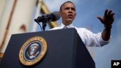 El presidente Barack Obama ofrece discurso en la sede de la compañía de construcción M.Luis Construction en Rockville, Maryland.