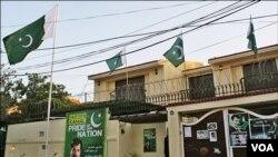 مصطفی کمال کی رہائش گاہ پر لہراتے پاکستانی پرچم