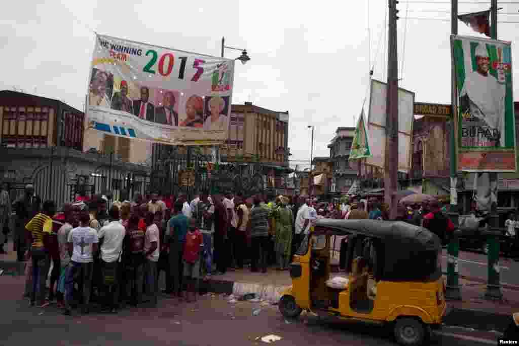 نائیجیریا کی تاریخ میں پہلا موقع ہے کہ کسی حکمران جماعت کو خالصتاً جمہوری طریقے سے اقتدار سے علیحدہ ہونا پڑا۔