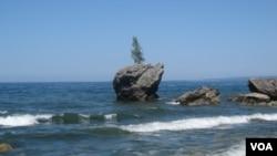 西伯利亚东部的贝加尔湖 (美国之音白桦 拍摄)