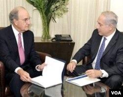 George Mitchell sebelumnya hari ini juga mengadakan pertemuan terpisah dengan PM Israel Benjamin Netanyahu di Yerusalem.