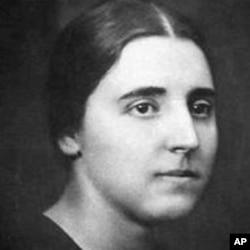 斯大林第二任妻子是娜杰日达·阿利卢耶娃