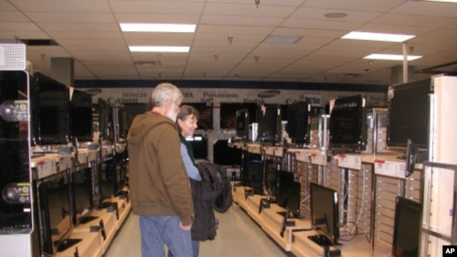 The electronics department at a Sears store in Glen Burnie, Maryland, managed energy from rows of plasma screen television sets and video games to help the store cut energy by 31 percent, capturing second prize in the EPA challenge.