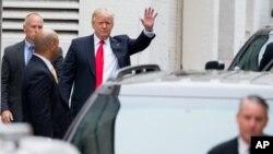 Ông Trump đến điện Capitol ở Washington để họp với Chủ tịch Hạ viện Paul Ryan, ngày 12/5/2016.