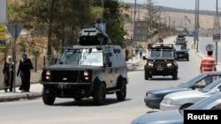 6일 요르단 암만 북부 바카난민수용소 보안사무실 주변에 보안 차량이 줄지어 있다.