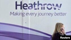 Autoridades del principal aeropuerto de Londres, Heathrow, dijeron que no se permitía ni el despegue ni aterrizaje de vuelos.