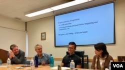 加州大學洛杉磯分校的中國研究中心2019年10月30號星期三舉行香港抗議運動研討會。照片從左至右:UCLA中國研究中心主任邁克爾•貝里教授(Michael Berry);加州大學爾灣分校的歷史學教授、美國近代史學家瓦瑟斯特倫博士(Dr. Jeffery Wasserstrom);加州大學爾灣分校的社會學博士莫哲煒(Chit Wai John Mok);加州大學洛杉磯分校的政治學學者貝萊特•李博士(Dr. Bellette Lee) (2019年10月30日,加州大學洛杉磯分校)