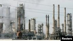 Una refinería de Citgo, en Romeoville, Illinois, cerca de Chicago. Foto de archivo: Marzo 3 de 2005. Un juez estadounidense falló a favor de una desaparecida minera canadiense que busca la incautación de Citgo por una deuda pendiente de Venezuela.
