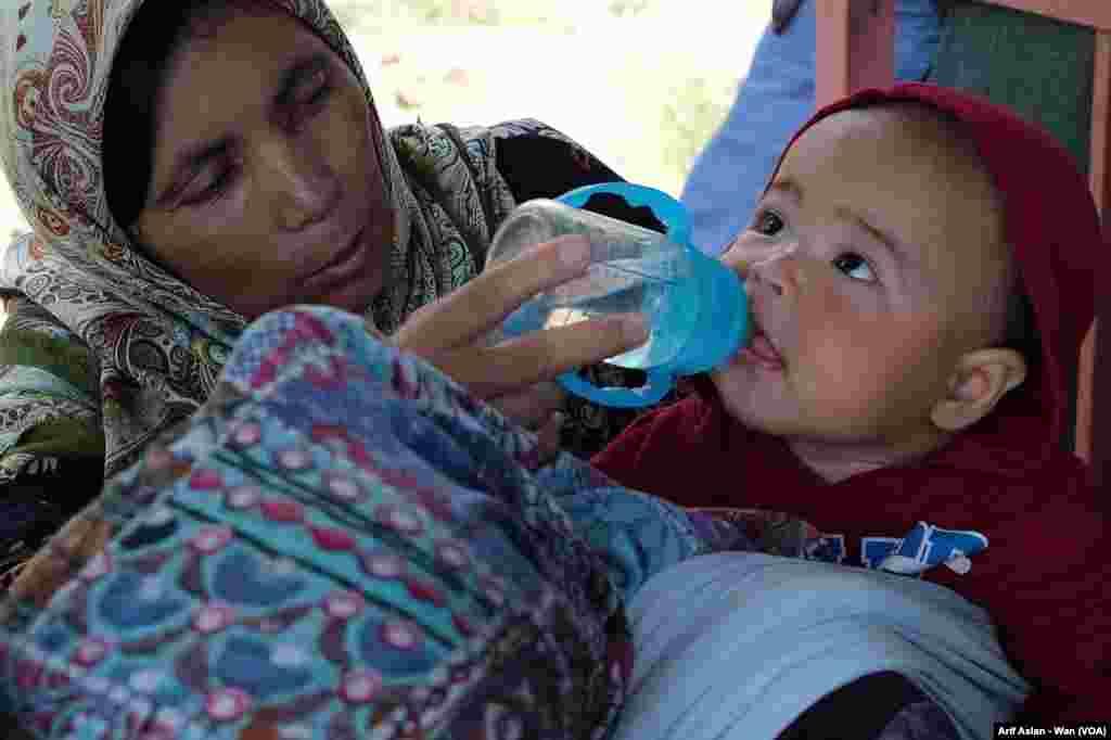 Karwanê Penaberên Afganistanî li Wanê