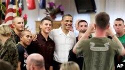 دیدار اوباما از عساکر امریکایی در روز میلاد مسیح