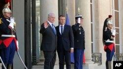 Thủ tướng Israel Benjamin Netanyahu (trái) và Tổng thống Pháp Emmanuel Macron, tại Paris, ngày 16/7/2017.