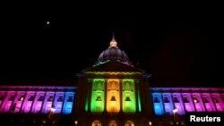 Bdenje ispred gradske skupštine u San Francisku