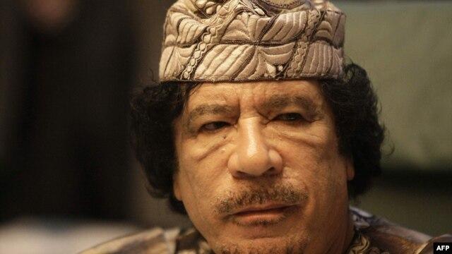 Gadhafi đền tội và một bài báo ca ngợi ông ta đến tuyệt đỉnh